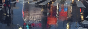 Кадр из ролика TOKYO MOOD, отражение в лужах на асфальте